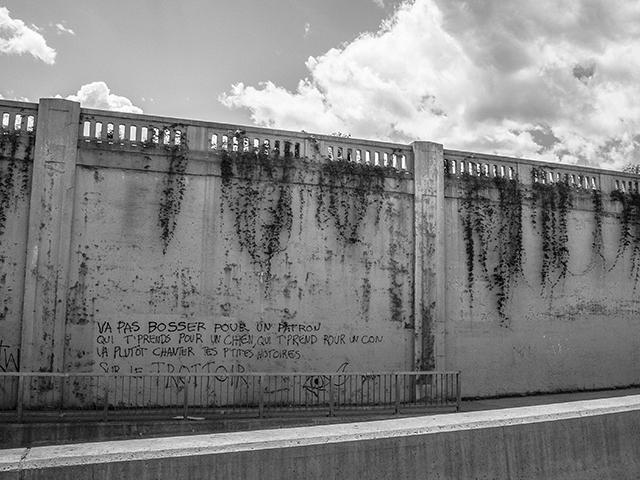 graffiti on wall on l'avenue Papineau underpass